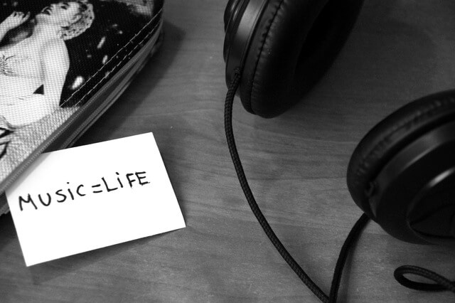 black-and-white-music-headphones-life (1)